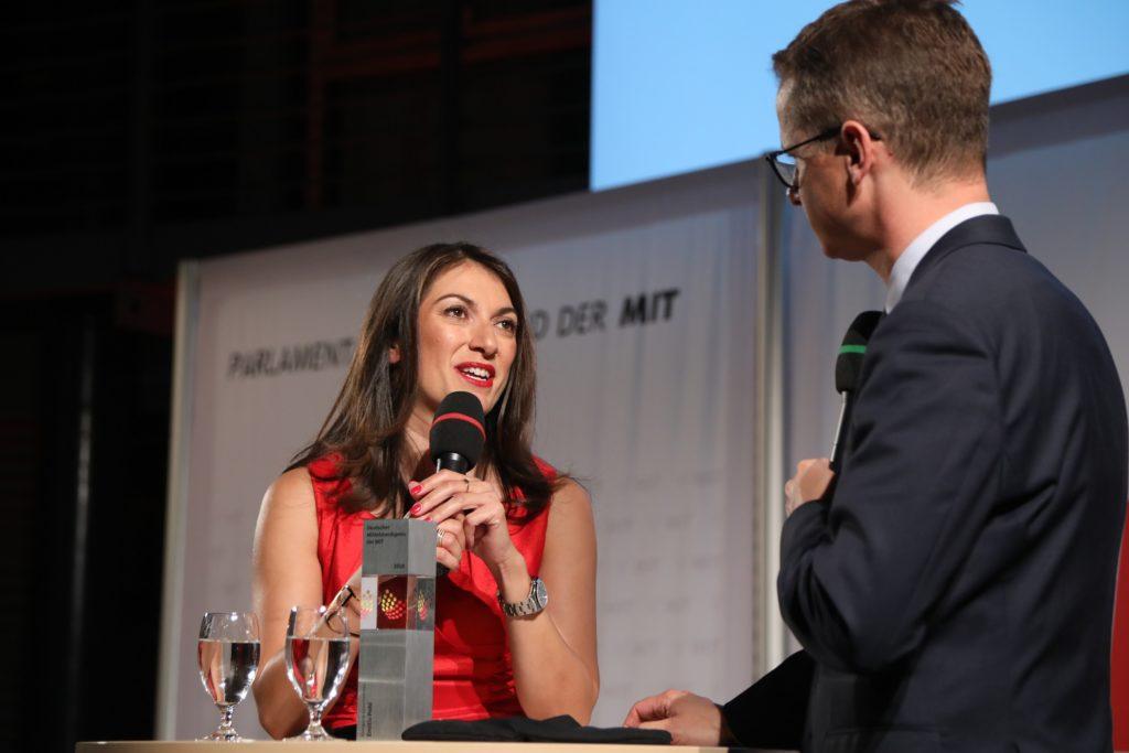 Preisträgerin Emitis Pohl und Dr. Carsten Linnemann, Bundesvorsitzender der MIT Bildquelle: MIT Bund