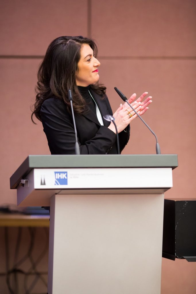 Emitis Pohl bei der Eröffnung des sechsten Cologne Business Day am 1. März 2018 (Bildquelle ep communication Gmbh/Parhan Farajollahi)